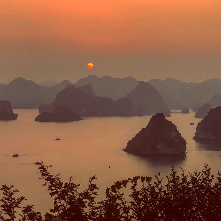 Halong Bay, vista al tramonto dalla view point
