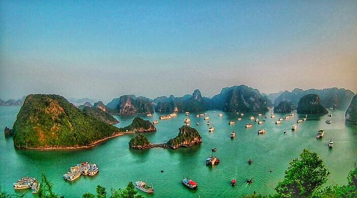 Halong Bay, Vietnam, vista dalla view point